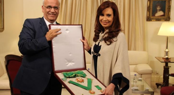 Palestina entregó a la Presidenta Cristina Kirchner la